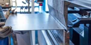 Metallbearbeitung: Rohrbieger an der Maschine